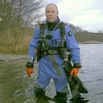 Thomas Gräßel bei seinem Tauchgang im Pinnower See zu Weihnachten.